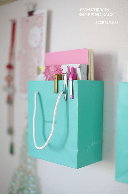 DIY Back to School Projects for Teens and Tweens - Use your favorite SHOPPING BAGS to make Do it Yourself organizers for your bulletin board or Locker - FUN idea via Le Zoe Musings