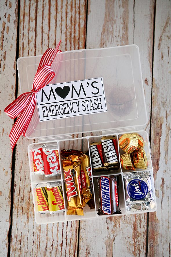 Mom's Emergency Candy Stash Mother's Day Gift Idea with Printable Gift Tag via Eighteen25 – What Mom or Grandma wouldn't love their own chocolate stash? - The BEST Easy DIY Mother's Day Gifts and Treats Ideas – Holiday Craft Activity Projects, Free Printables and Favorite Brunch Desserts Recipes for Moms and Grandmas #mothersdaygifts #mothersdaygiftideas #diymothersday #diymothersdaygifts #giftsformom #giftsforgrandma