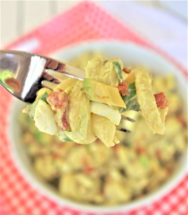 Avocado Egg Bacon Pasta Salad Recipe - Easy and perfect for holiday cookouts potlucks and barbecues - perfect bite via Deaming in DIY