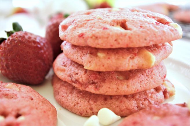 Fresh Strawberry White Chocolate Chip Cookies Dessert Easy and Quick Recipe via Dreaming in DIY so simple and yummy